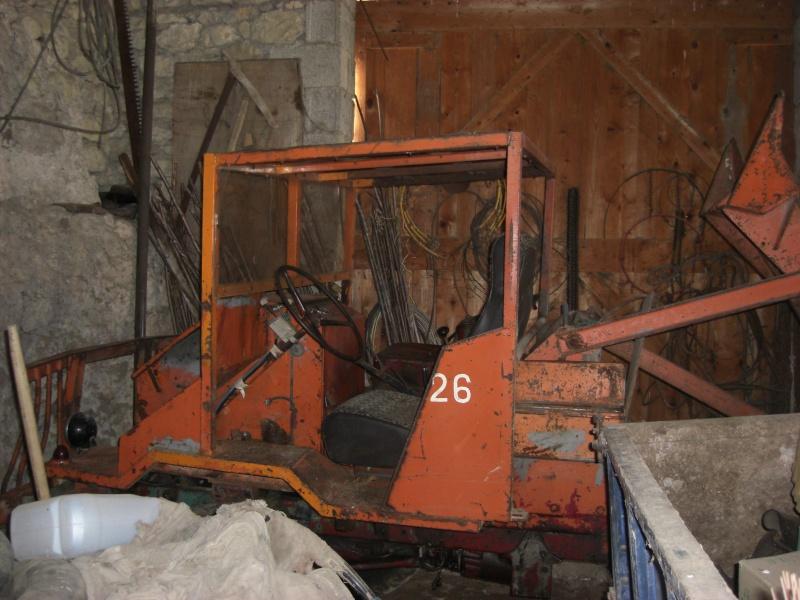 Drôle de tracteur forestier ! Cimg3312