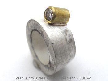Bague argent et or, grenat 7 mm et deux diamants 2/100ct Baacb012