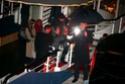 Pax comemora seu aniversario com sua familia em um barco em Paris. 0114