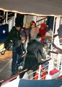 Pax comemora seu aniversario com sua familia em um barco em Paris. 0216