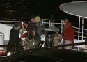 Pax comemora seu aniversario com sua familia em um barco em Paris. 0814