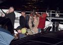 Pax comemora seu aniversario com sua familia em um barco em Paris. 0913
