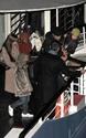 Pax comemora seu aniversario com sua familia em um barco em Paris. 2111