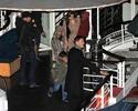 Pax comemora seu aniversario com sua familia em um barco em Paris. 2411