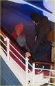 Pax comemora seu aniversario com sua familia em um barco em Paris. 2911