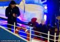 Pax comemora seu aniversario com sua familia em um barco em Paris. 3410