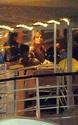 Pax comemora seu aniversario com sua familia em um barco em Paris. 3710