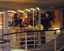 Pax comemora seu aniversario com sua familia em um barco em Paris. 3910