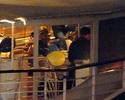 Pax comemora seu aniversario com sua familia em um barco em Paris. 4110