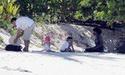Filhos de Angelina e Brad passam o dia de Ação de Graças na praia - em Seychelles! 76692_10