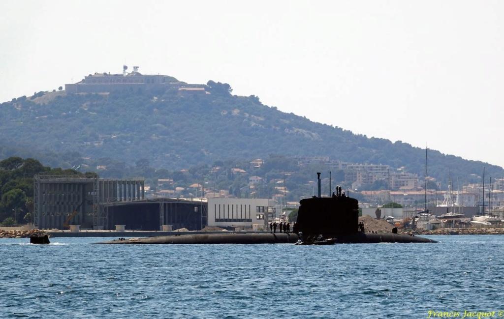 [LES PORTS MILITAIRES DE MÉTROPOLE] Mouvements de Bâtiments dans la rade de Toulon - Page 19 0523