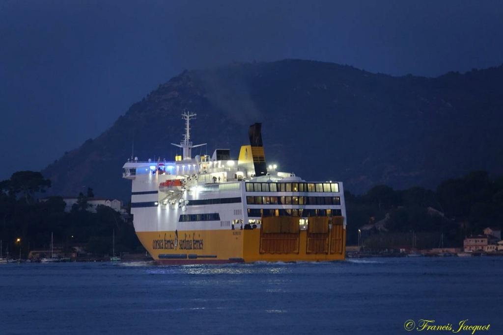 [Les ports militaires de métropole] Port de Toulon - TOME 1 - Page 6 Dsc00712