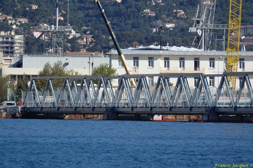 [LES PORTS MILITAIRES DE MÉTROPOLE] Mouvements de Bâtiments dans la rade de Toulon - Page 24 Dsc01823