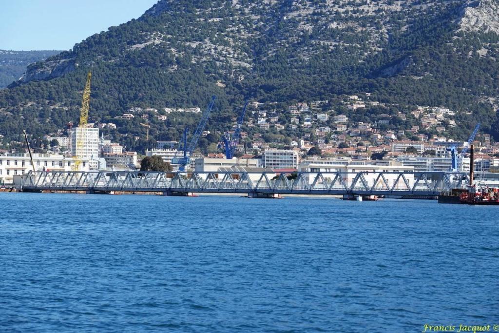 [LES PORTS MILITAIRES DE MÉTROPOLE] Mouvements de Bâtiments dans la rade de Toulon - Page 24 Dsc01825