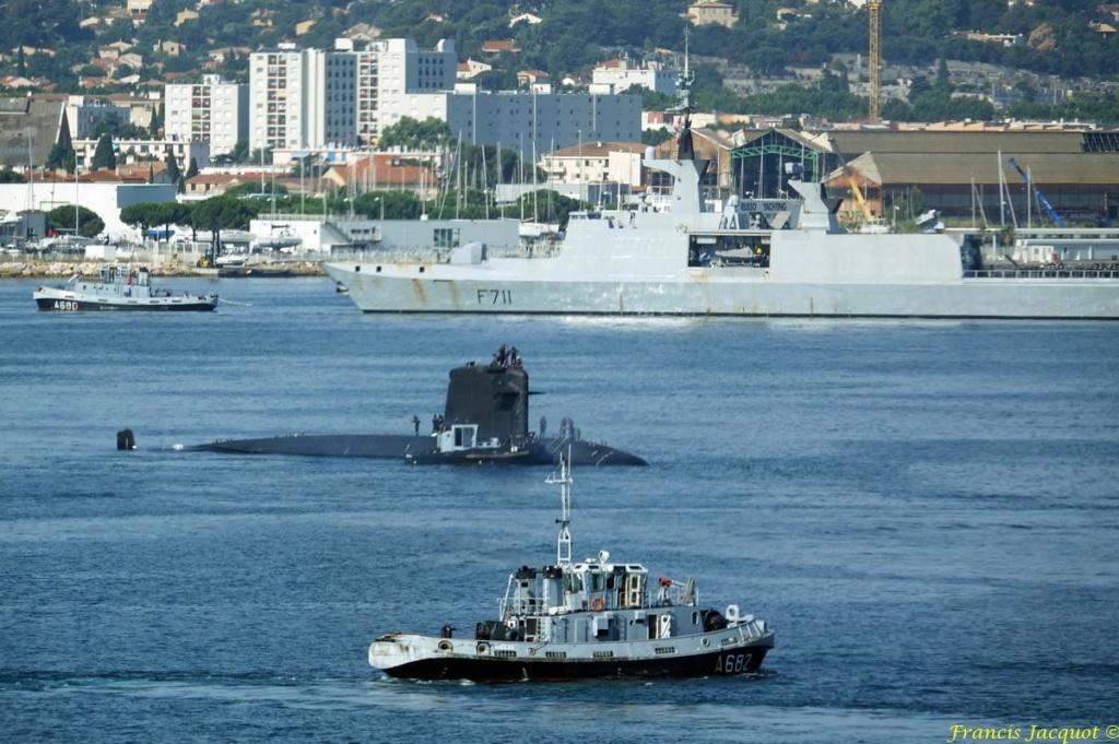[LES PORTS MILITAIRES DE MÉTROPOLE] Mouvements de Bâtiments dans la rade de Toulon - Page 19 Dsc08211