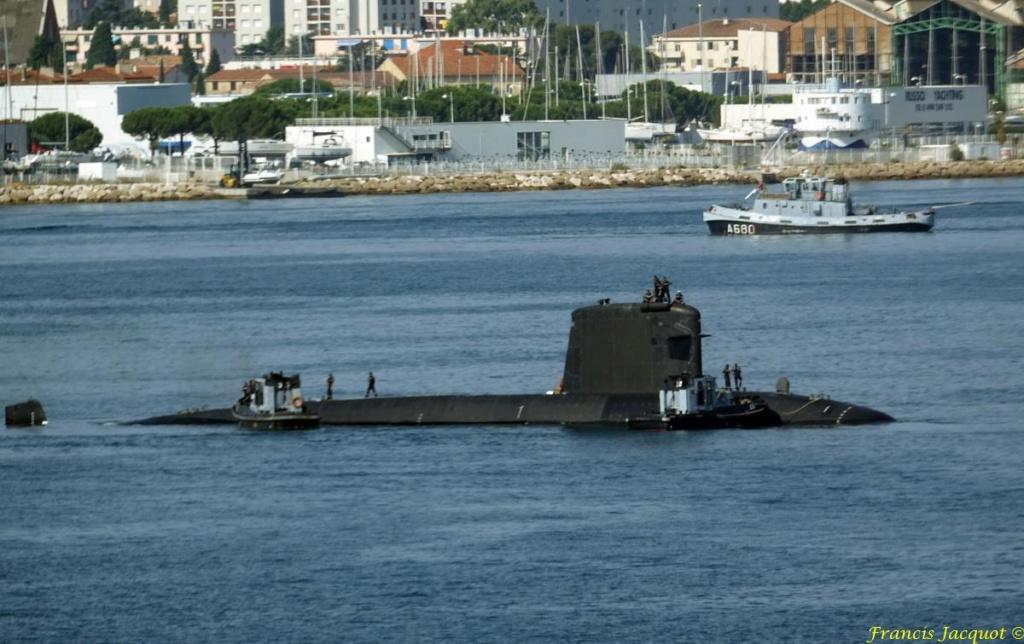 [LES PORTS MILITAIRES DE MÉTROPOLE] Mouvements de Bâtiments dans la rade de Toulon - Page 19 Dsc08212