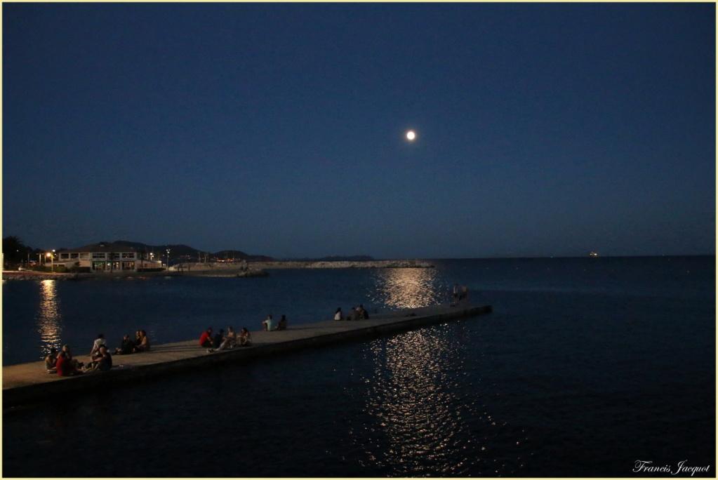 Thème du mois de juillet :  Lumières dans la nuit  Img_0713