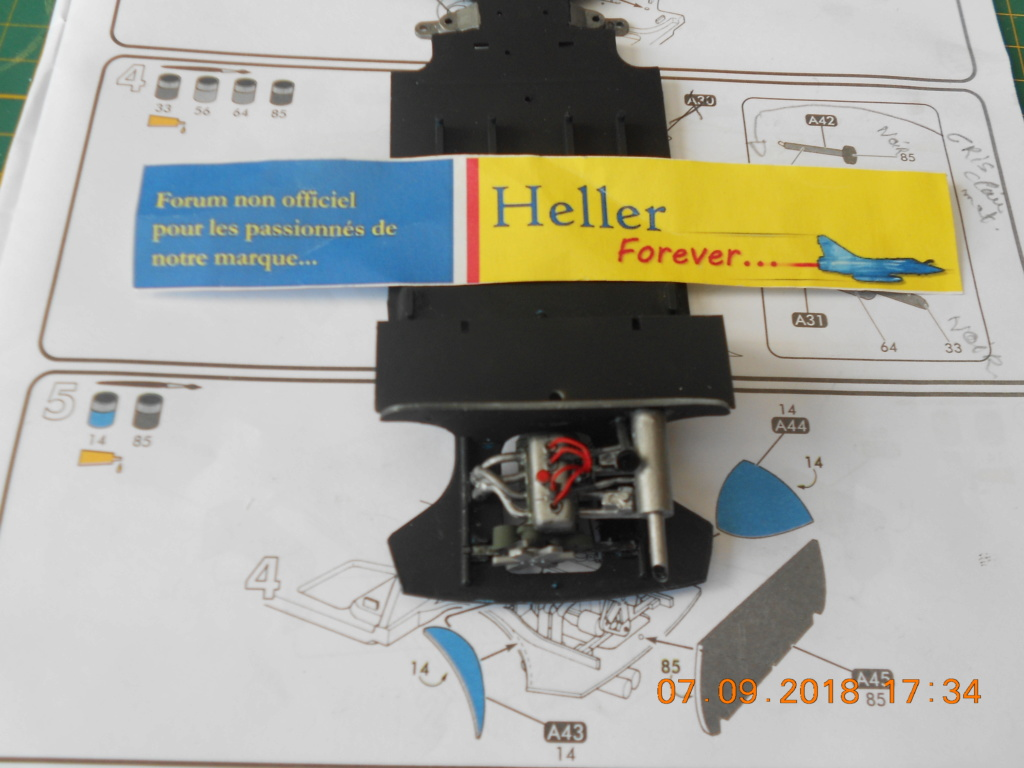 Renault R8 Gordini Heller au 1/24 Dscn0827