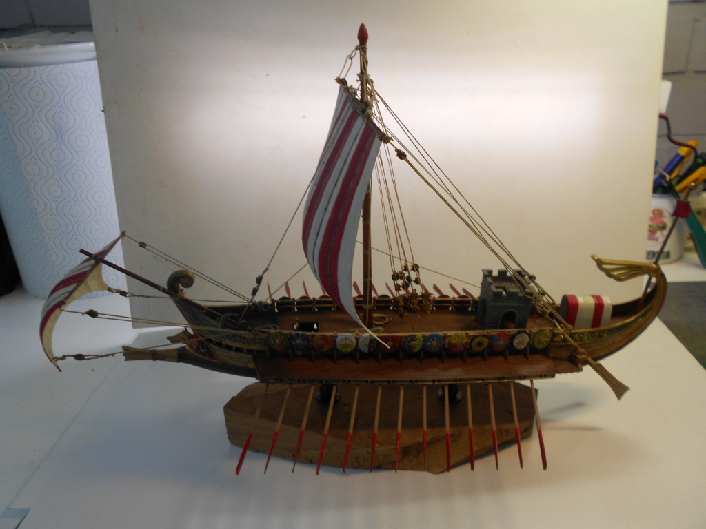 Roman Warship 1/72 Academy - Page 4 Dscn0930