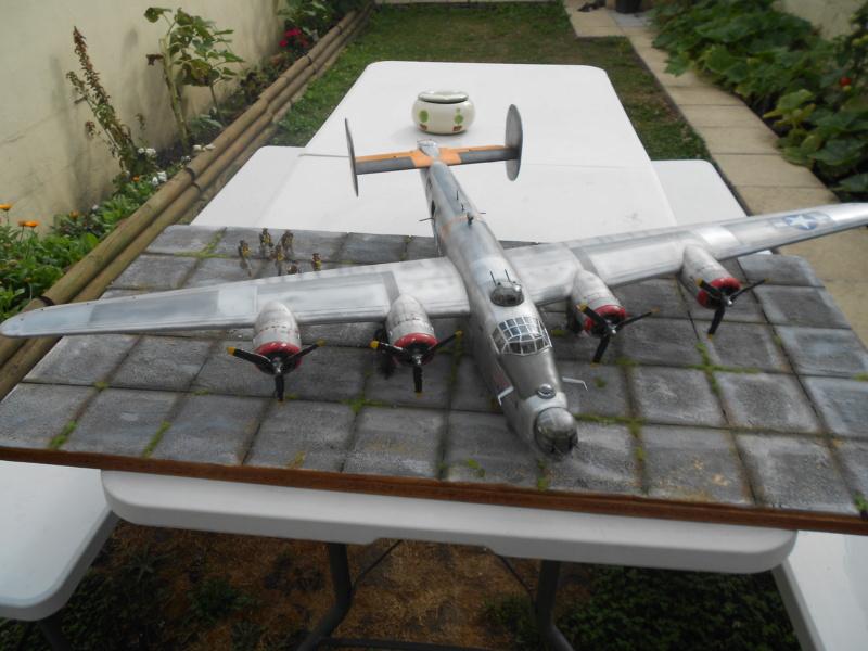 B-24J Liberator - Hobby Boss - 1/32 - Page 7 Dscn1477