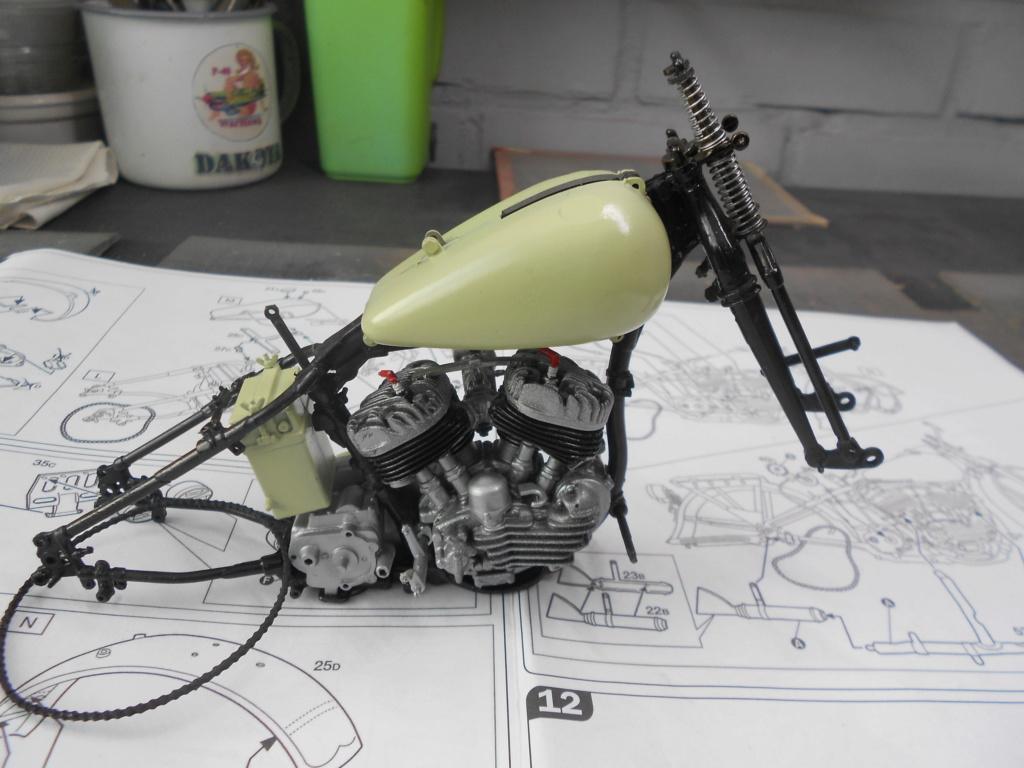wla 750 1/9 italeri Harley Davidson   - Page 2 Dscn2219