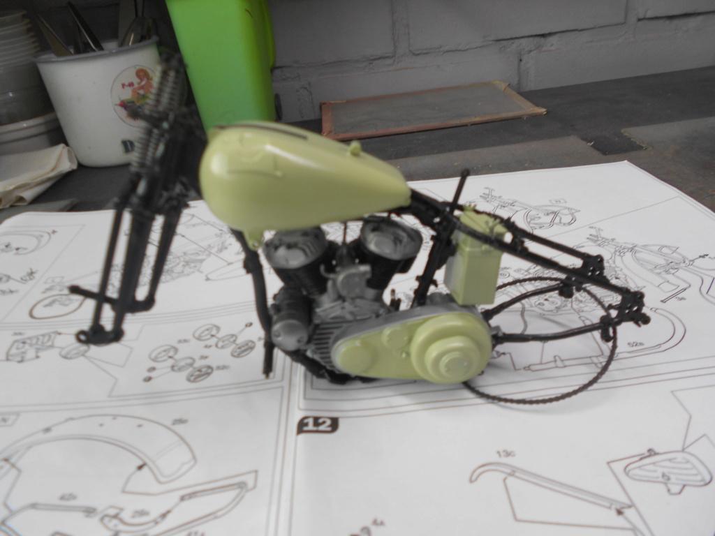 wla 750 1/9 italeri Harley Davidson   - Page 2 Dscn2220