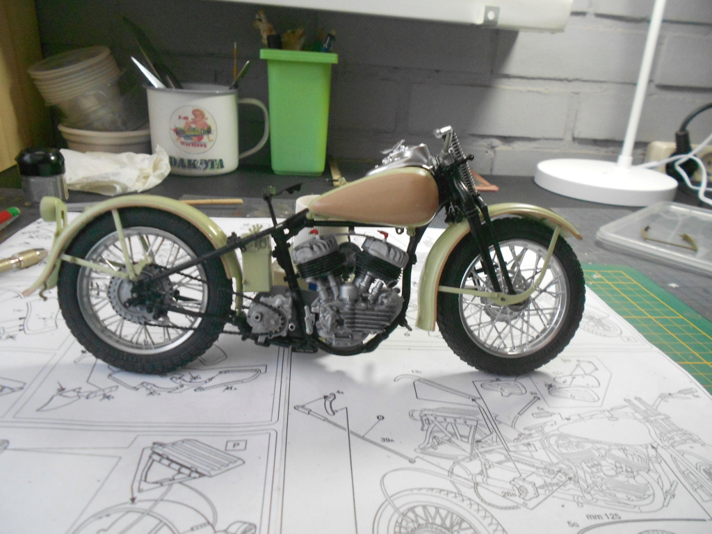 wla 750 1/9 italeri Harley Davidson   - Page 2 Dscn2249