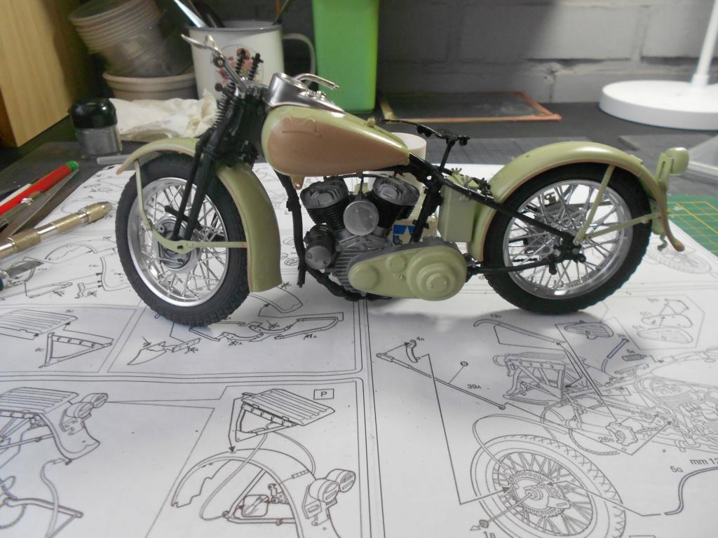 wla 750 1/9 italeri Harley Davidson   - Page 2 Dscn2250