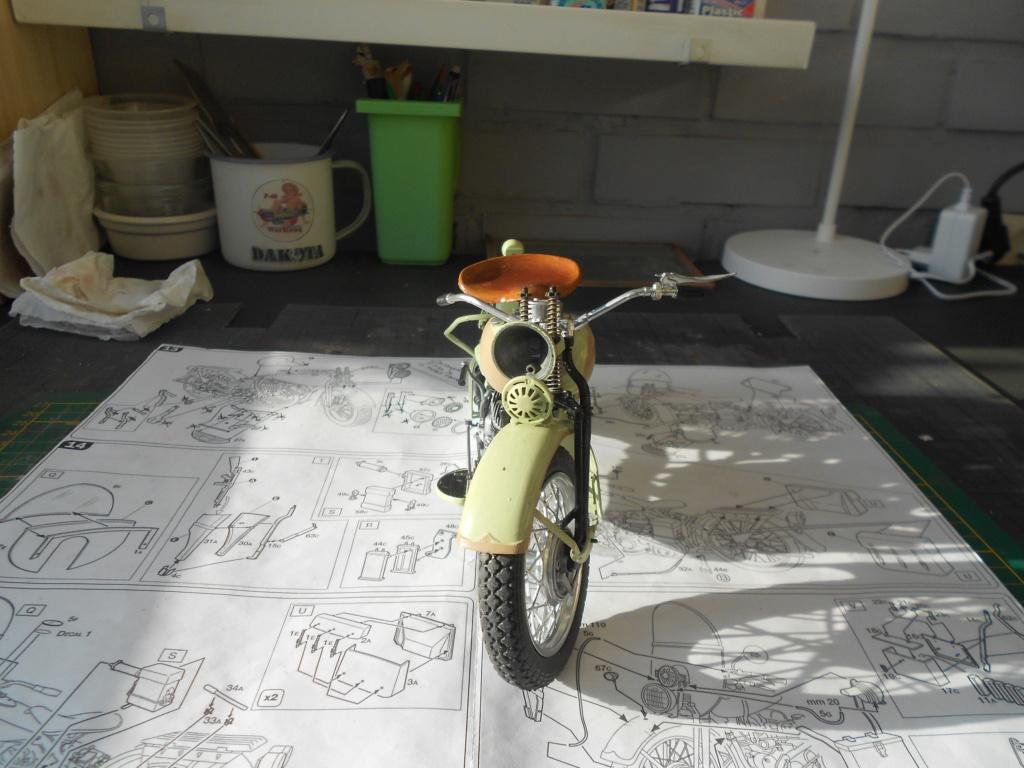 wla 750 1/9 italeri Harley Davidson   - Page 3 Dscn2275