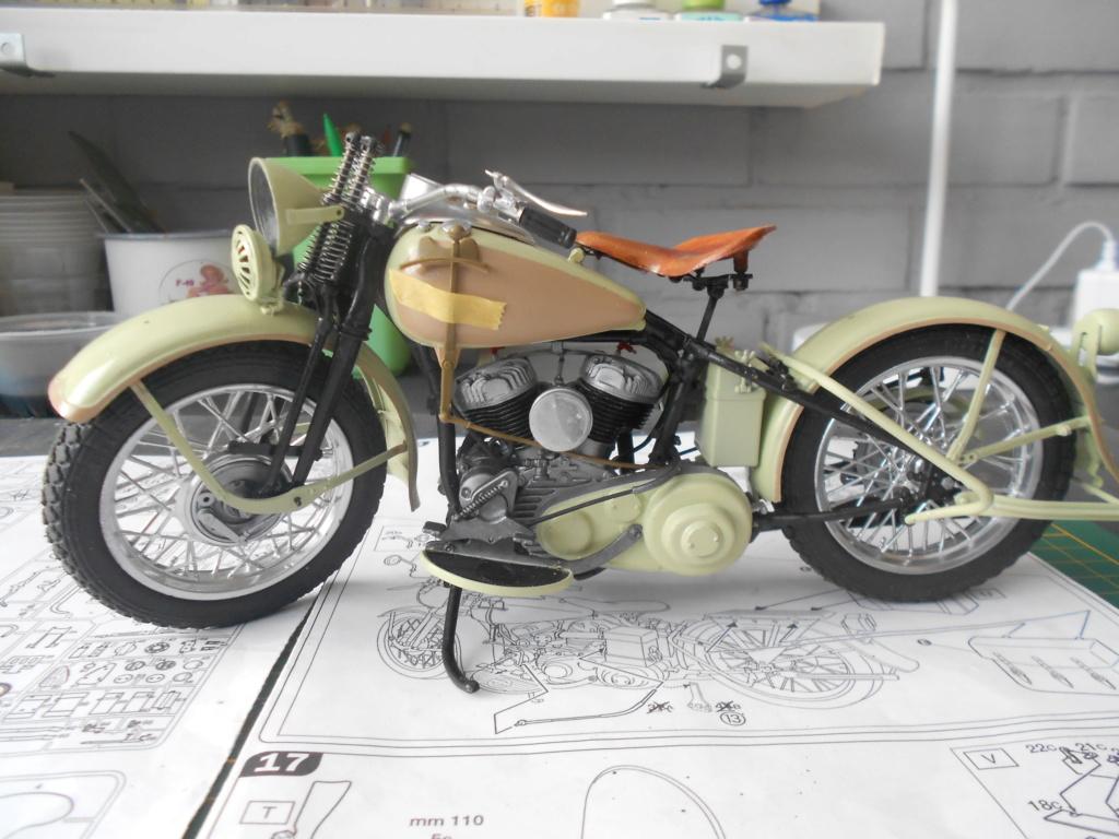 wla 750 1/9 italeri Harley Davidson   - Page 3 Dscn2299