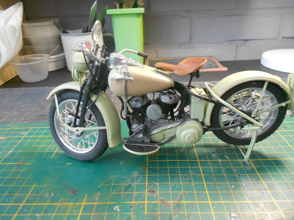 wla 750 1/9 italeri Harley Davidson   - Page 3 Dscn2304