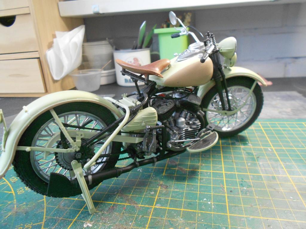 wla 750 1/9 italeri Harley Davidson   - Page 3 Dscn2305