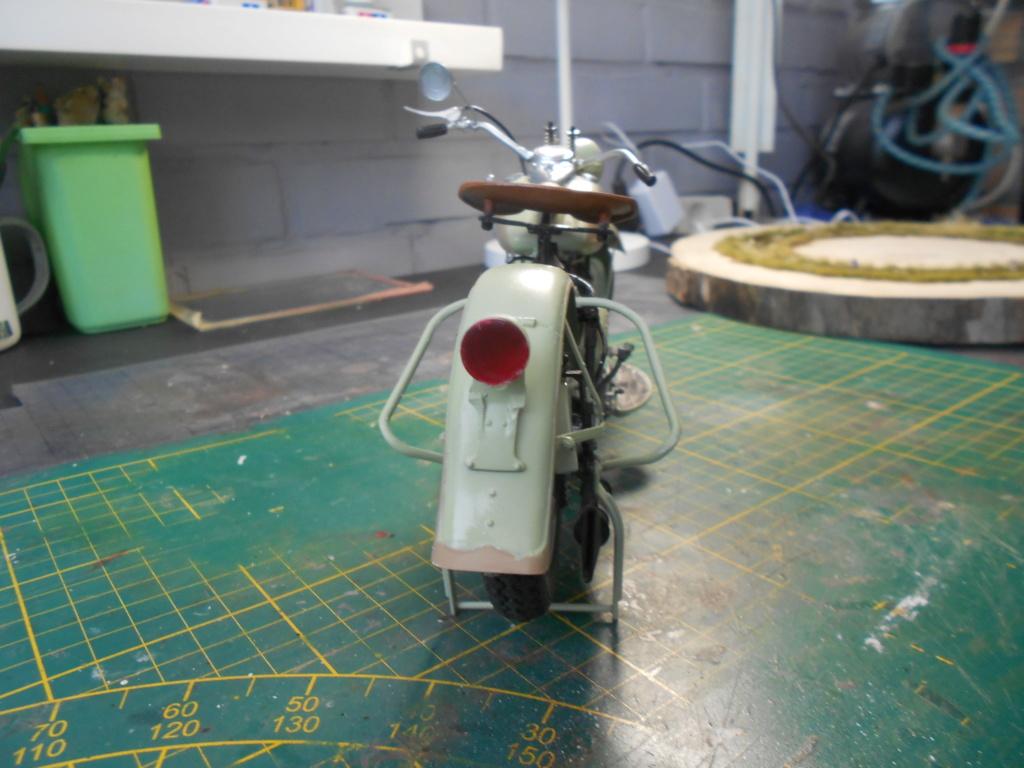 wla 750 1/9 italeri Harley Davidson   - Page 3 Dscn2306