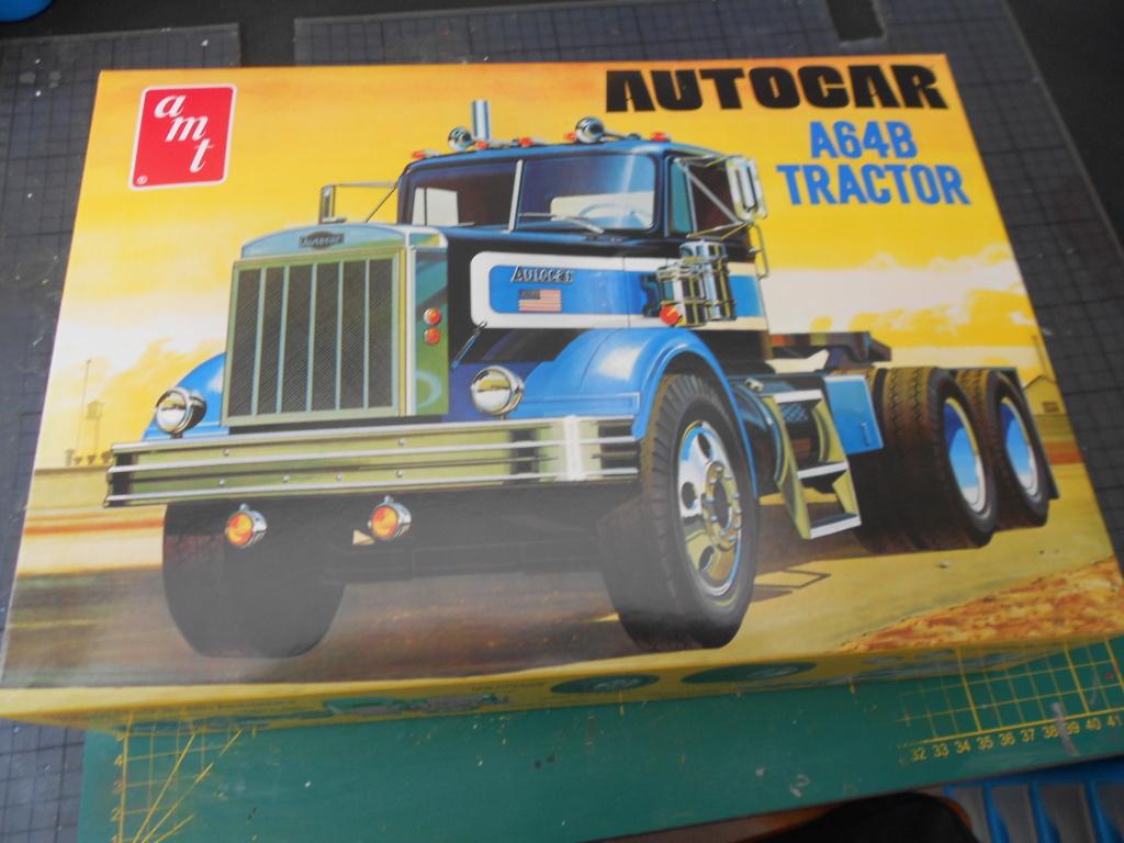 Autocar A64B Tractor 1/25 AMT Dscn3358