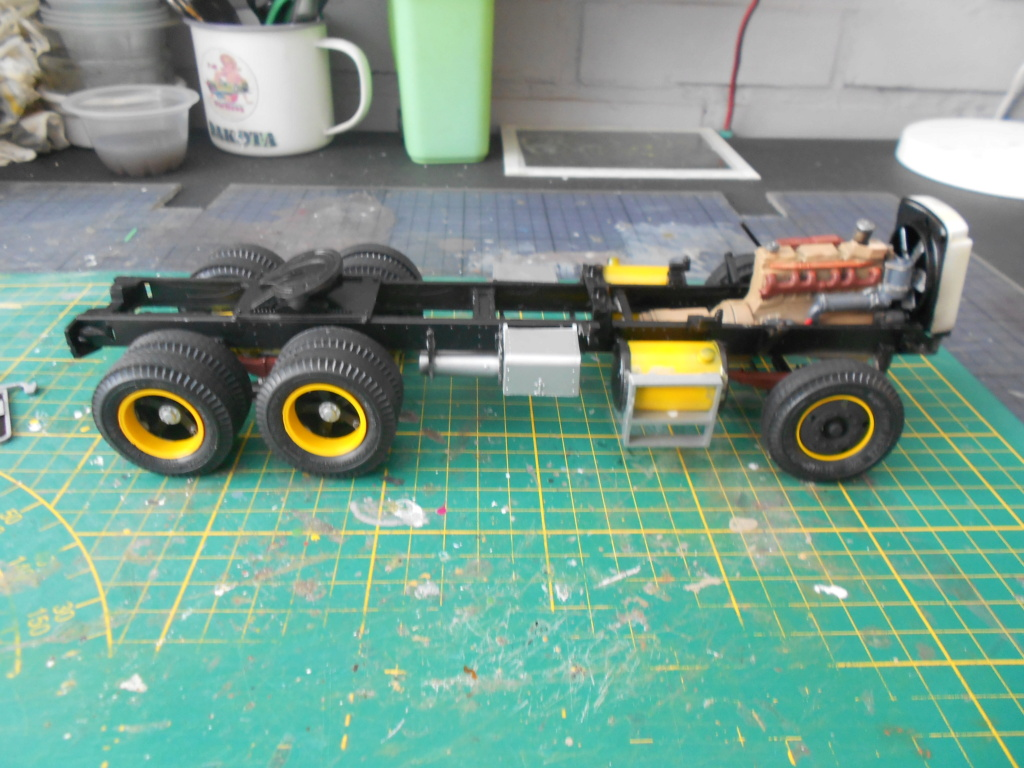 Autocar A64B Tractor 1/25 AMT Dscn3403