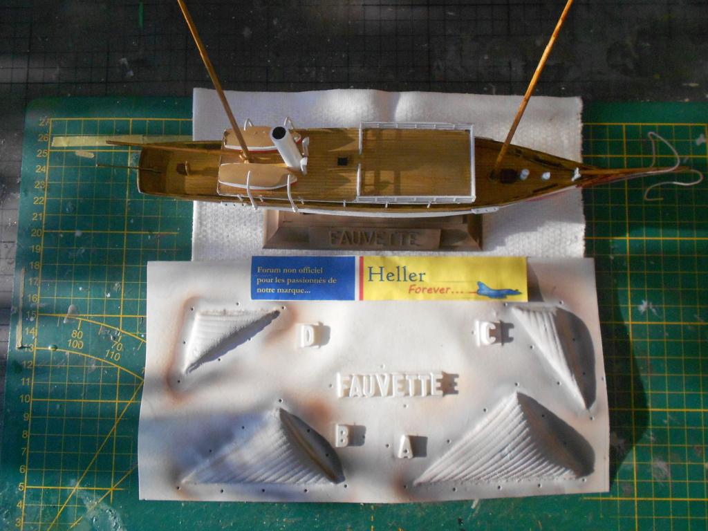 Yacht FAUVETTE 1/200ème Réf 80612 - Page 2 Dscn4841