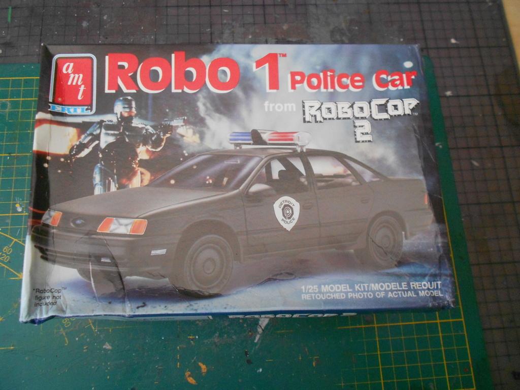robo1 police car amt 1/25 ford taurus  Dscn4968
