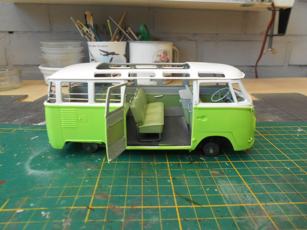 VW T1 Samba bus flower power - Revell - 1/24  Dscn6330