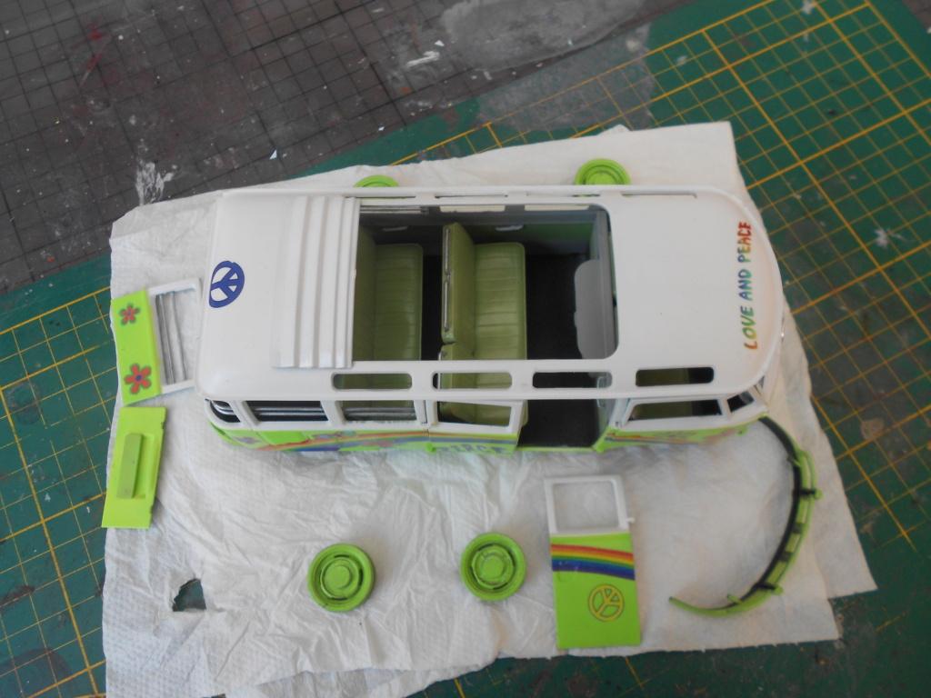 VW T1 Samba bus flower power - Revell - 1/24  Dscn6334