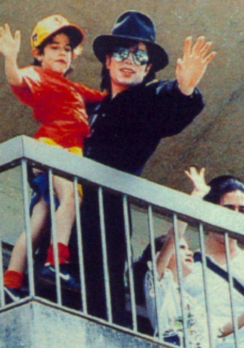 Foto di Michael e i bambini - Pagina 12 01110