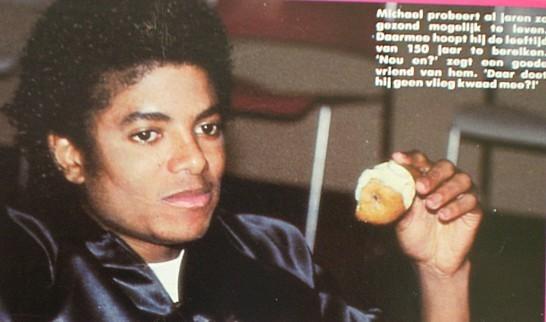 Immagini Michael Jackson che mangia e beve. - Pagina 13 Sgs-mi10