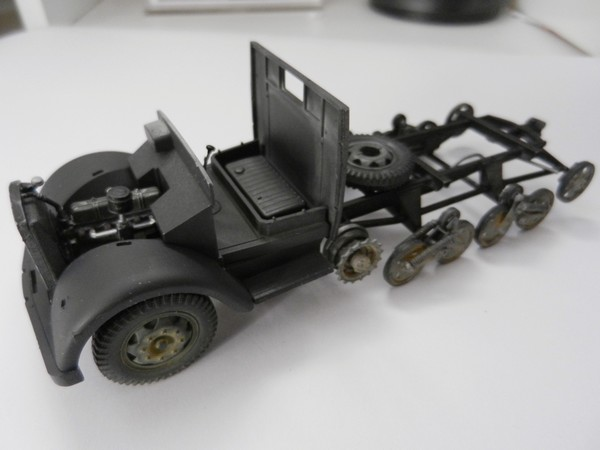 [DRAGON] Camion utilitaire Sd.Kfz.3a MAULTIER semi-chenillé 1/35ème Réf 6761 Dscn1941