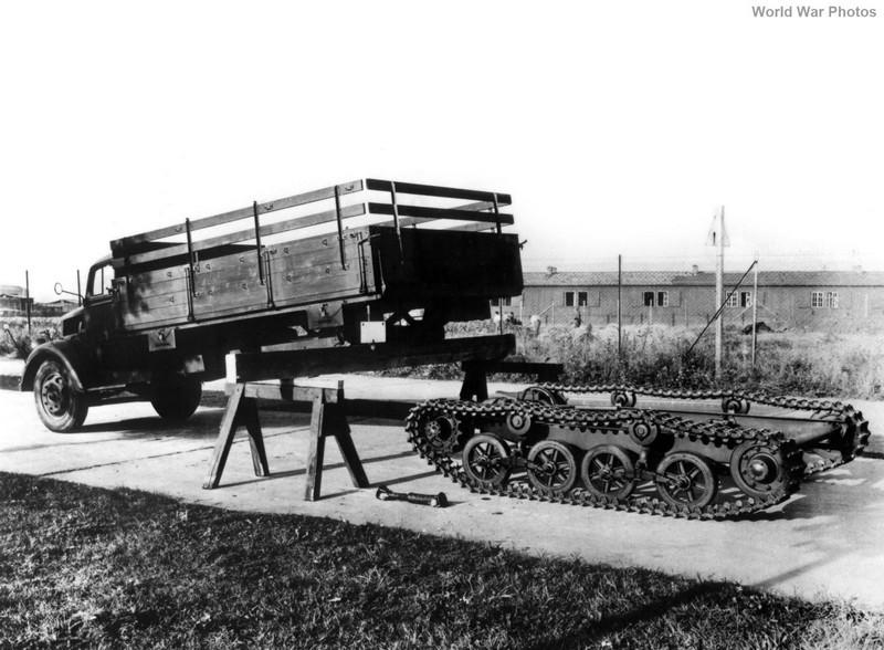 [DRAGON] Camion utilitaire Sd.Kfz.3a MAULTIER semi-chenillé 1/35ème Réf 6761 Opel_m14