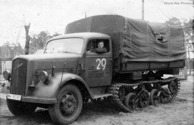 [DRAGON] Camion utilitaire Sd.Kfz.3a MAULTIER semi-chenillé 1/35ème Réf 6761 Opel_m17