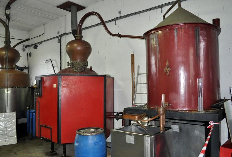 Visite de la distillerie à l'entrée de mon village. Dsc_0229