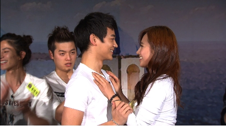 [SHINee]SNSD's Yuri and SHINee's Minho act out a kiss scene 20101210