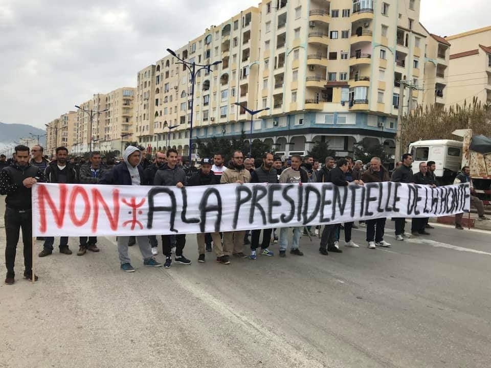 marche contre le cinquième mandat à Tichy le jeudi 21 février 2019 1105
