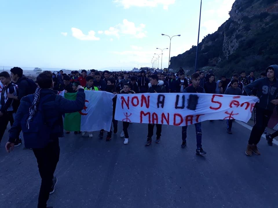 marche des lycéens contre le cinquième mandat à Aokas le lundi 25 février 2019 1193