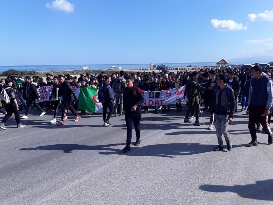 marche des lycéens contre le cinquième mandat à Aokas le lundi 25 février 2019 1194