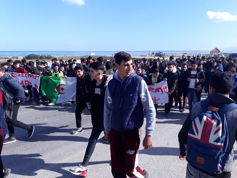 marche des lycéens contre le cinquième mandat à Aokas le lundi 25 février 2019 1195